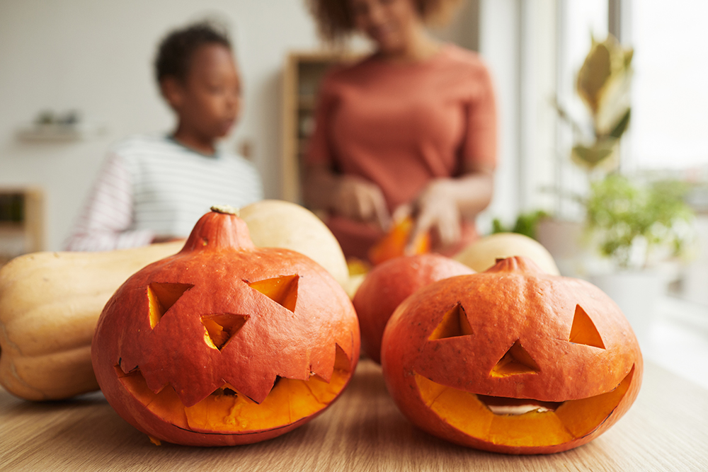 Try these creative socially distanced fall activities and keep everyone safe